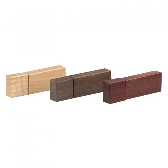 Leseni USB ključki iz različnih vrst lesa